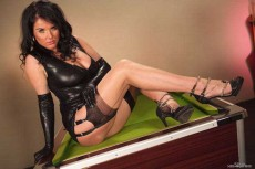 Stunner Raven Lee in seamed stockings and high heels